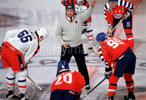 1992NHLAll-StarGamereferee.png